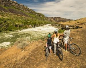 Family fun mountain biking near Snake River Canyon in Idaho