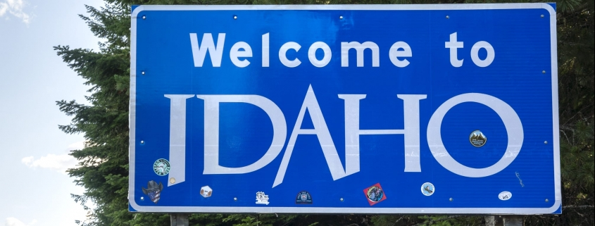 Girls road-trip Itinerary in Idaho. Idaho state border