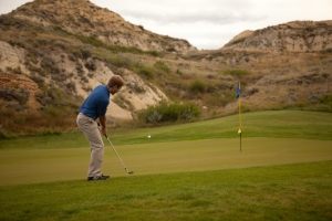 A golfer putting on Bully Pulpit golf course ND